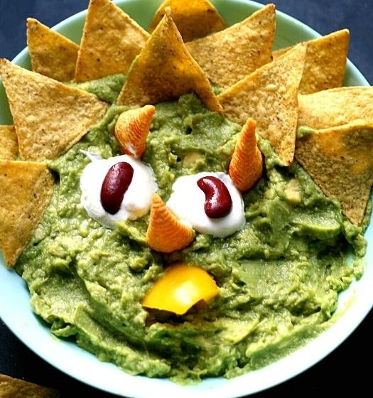 How to make fun and simple Triceratops dip with your little dinosaur lover; how to make dinosaur dip; Triceratops guacamole