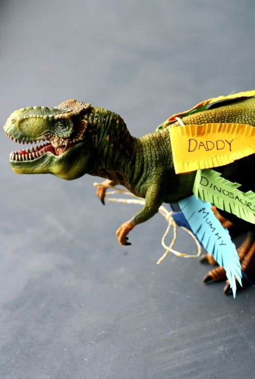 Thankful dinosaurs: classic Thanksgiving craft with a simple prehistoric twist