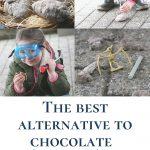Pin: The best alternative to chocolate this Easter (for little dinosaur fans): with image of the eggs, of excavation, of the successful excavation and our little dinosaur aficionado with her fossil
